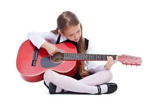 Gitarre spielen lernen für Kinder