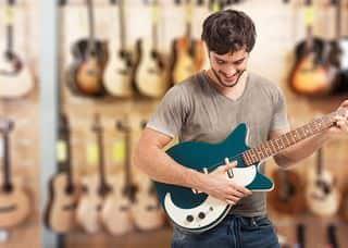 Gitarre kaufen Mann