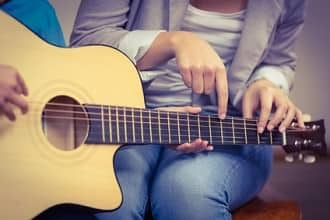 Gitarre lernen für Anfänger: 8 wichtige Tipps und Hilfestellungen