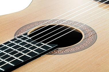 Online Gitarre lernen - by_Rainer Sturm_pixelio.de