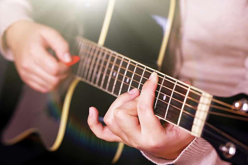 Das Plektrum und seine Bedeutung für die Gitarre