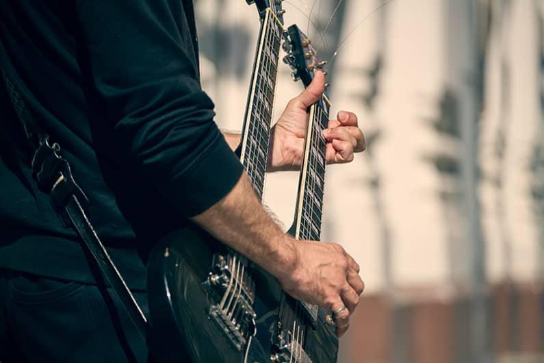 Kontragitarre - eine Gitarre mit dem gewissen Extra